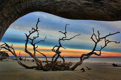 Wood Frame At Roots Beach Print by Leslie Kirk