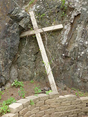Wooden Cross In The Rocks Art Print by Jennifer Cairns