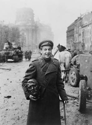 Statue Portrait Photograph - World War 2, Battle Of Berlin, April by Everett