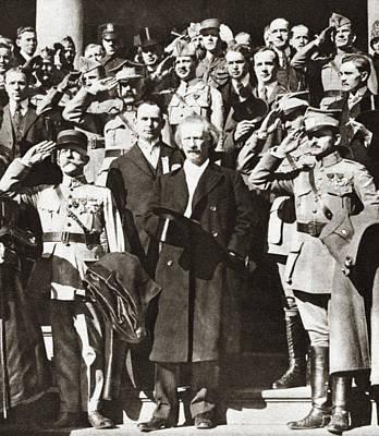 Ally Photograph - World War I Saluting by Granger