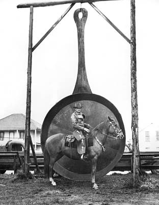Black Commerce Photograph - World's Largest Frying Pan by Underwood Archives