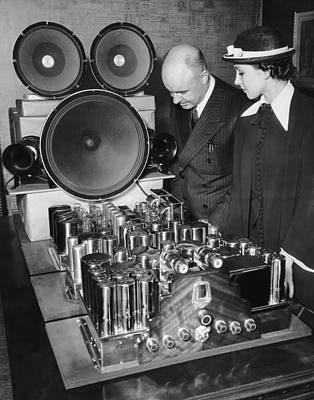 Electronics Photograph - World's Largest Radio Set by Underwood Archives