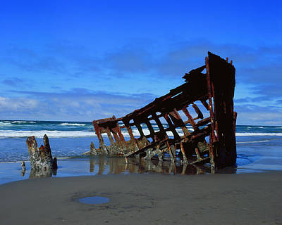Peter Iredale Photograph - Wreck Of The Peter Iredale by Thomas J Rhodes