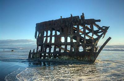Peter Iredale Photograph - Wrecked by John Greaves