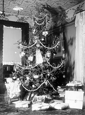 Photograph - Wright Brothers Christmas Tree, 1900 by Science Source