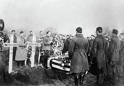 Photograph - Wwi Burial, C1918 by Granger