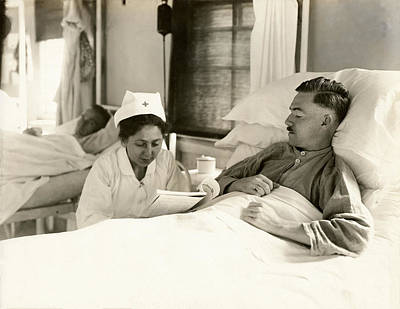 Photograph - Wwi Nurse Reading To Soldier by Historic Image