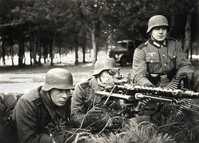 Photograph - Wwii German Mg-34 Crew In France by Historic Image