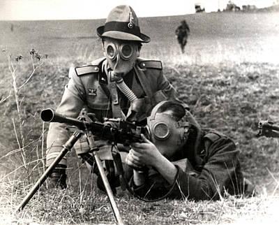 Photograph - Wwii Italian Machine Gun Crew by Historic Image