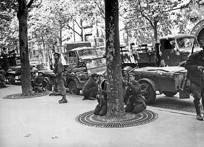 Hiding Photograph - Wwii Paris Troops by Underwood Archives