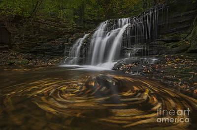 Photograph - Wyandot Falls by Roman Kurywczak