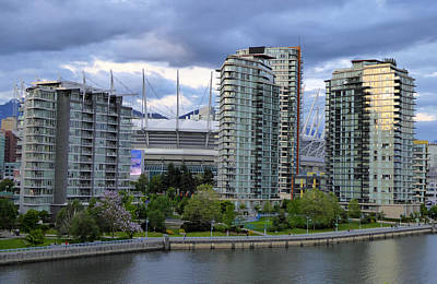 Photograph - Yaletown by Laurie Tsemak