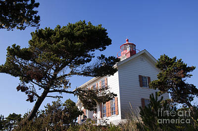 Photograph - Yaquina Bay Lighthouse by Brenda Kean