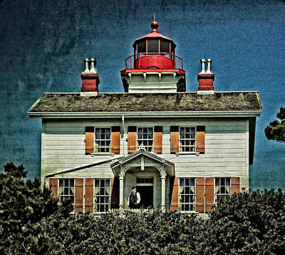 Photograph - Yaquina Bay Lighthouse by Thom Zehrfeld