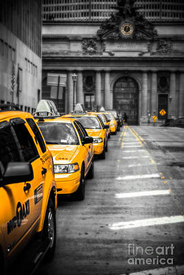 Yellow Cabs Waiting - Grand Central Terminal - Bw O Art Print