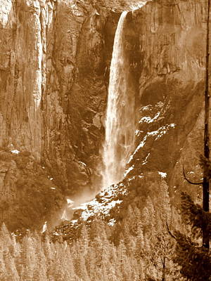 Photograph - Yosemite Bridalveil Falls by Jeff Lowe