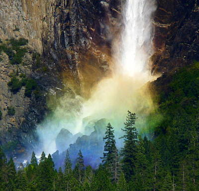 Photograph - Yosemite Bridalveil Falls Rainbow by Jeff Lowe