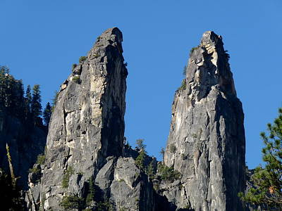 Photograph - Yosemite Twin Spires by Jeff Lowe