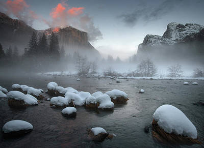 Yosemite Photograph - Yosemite Valley At Sunset by Jianyi Wu