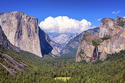 Magnificent Mountain Image Photograph - Yosemite Valley Beauty by Joseph S Giacalone