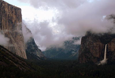Photograph - Yosemite Valley View by Jeff Lowe