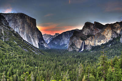 Photograph - Yosemite Valley View Sunset by Shawn Everhart