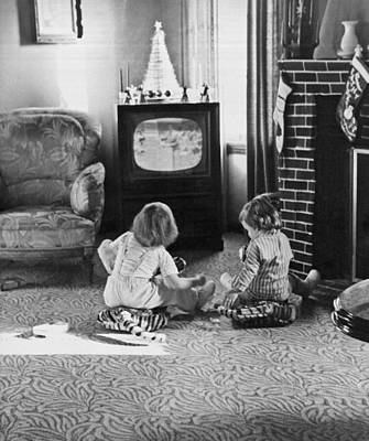Young Children Watching Tv Art Print by Underwood Archives