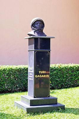 Yuri Gagarin Photograph - Yuri Gagarin Monument In Mumbai by Mark Williamson
