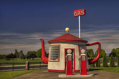 Zillah Teapot Dome Service Station Art Print by Mark Kiver