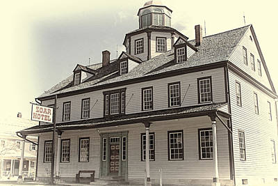 Photograph - Zoar Hotel by Jack R Perry
