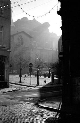 Photograph - A Square In Old Brussels by Peter Mooyman