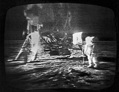 A Televised View Of The Apollo 11 Art Print