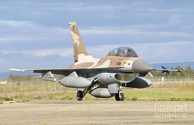 An F-16b Netz Of The Israeli Air Force Art Print by Giovanni Colla