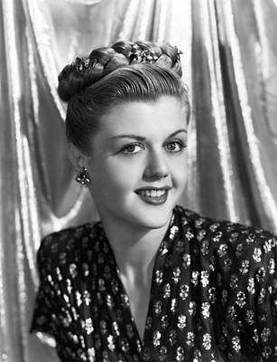Lansbury Photograph - Angela Lansbury, 1945 by Everett