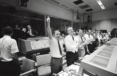 Apollo 13 Flight Directors Applaud Print by Everett