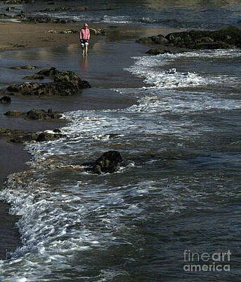 Photograph - Beach Walk by Tom Griffithe