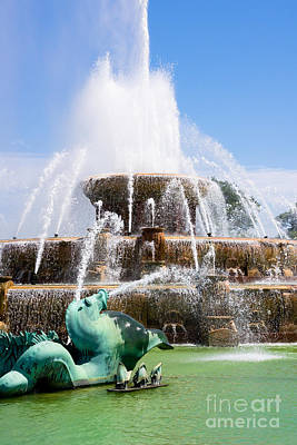 Buckingham Fountain Wall Art - Photograph - Buckingham Fountain In Chicago by Paul Velgos
