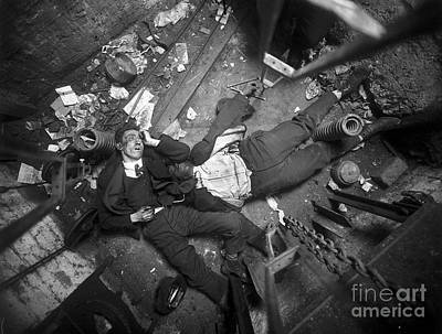 Photograph - Crime Scene Nyc Early 20th Century by Science Source