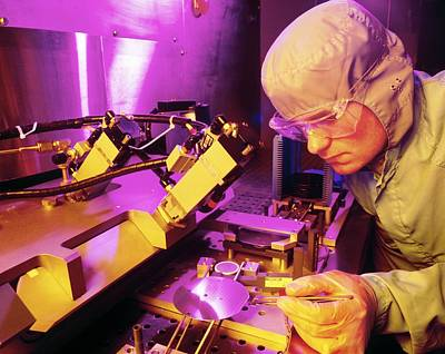 Integrated Photograph - Fabrication Of Silicon-based Integrated Circuits by David Parkerseagate Microelectronics Ltd