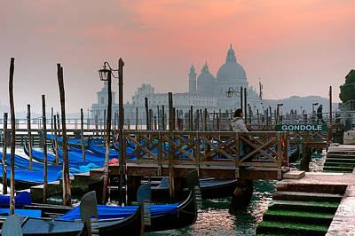 Photograph - Gondole. Venezia. by Juan Carlos Ferro Duque