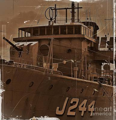 Melbourne Photograph - Hmas Castlemaine 4 by Blair Stuart