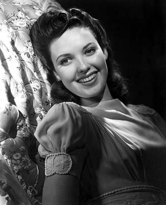 Puffed Sleeves Photograph - Linda Darnell by Everett