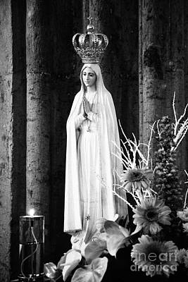 Our Lady Of Fatima Print by Gaspar Avila