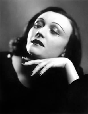 Pola Negri Photograph - Pola Negri (1897-1987) by Granger