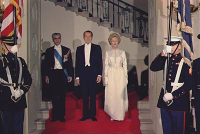 Mohammad Photograph - President And Pat Nixon Pose by Everett