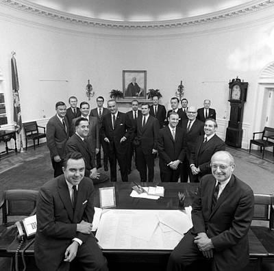 Lyndon Photograph - President Lyndon Johnson Posing by Everett
