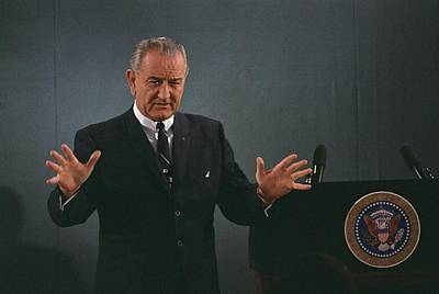 President Lyndon Johnson Speaks Print by Everett