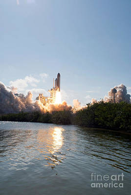 Space Shuttle Discovery Launch Art Print