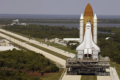 Space Shuttle Discovery Resting Art Print