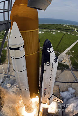 Space Shuttle Endeavour Lifts Art Print